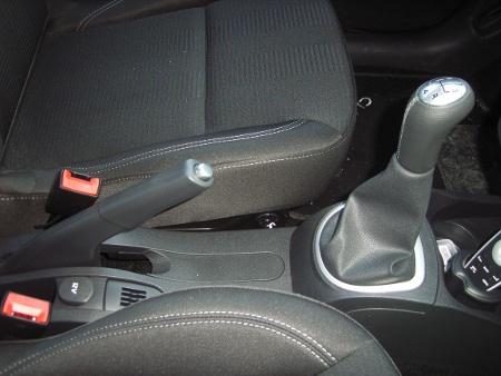 Foto del freno a mano e del cambio della Renault nuova Clio 3° serie