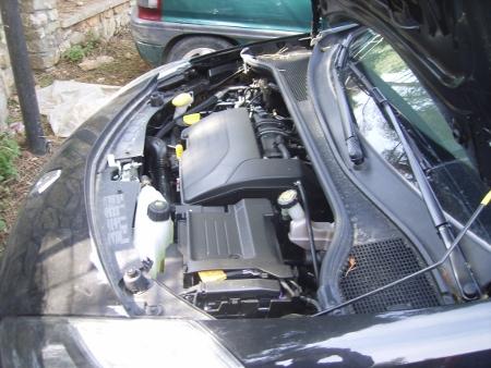 il motore della clio visto di lato