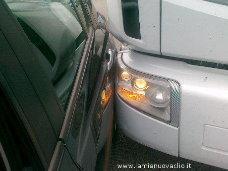 Danni alla carrozzeria della Clio