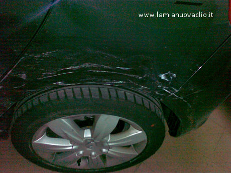 carrozzeria Clio danneggiata