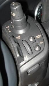 visione completa dei comandi al volante clio