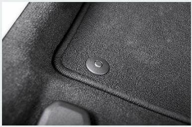 tappeto auto con bottone di fissaggio